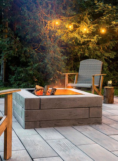 Backyard fire pit designed with our wood look-alike Borealis retaining wall.